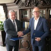 Ze strony Uniwersytetu Gdańskiego porozumienie podpisał JM Rektor UG prof. Jerzy Piotr Gwizdała, natomiast ze strony Sądu Apelac