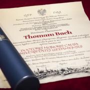 Tytuł nadania doktora honoris causa dr. Thomasowi Bachowi
